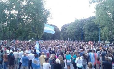 Necochea también tuvo su 18F: Más de 5 mil personas se reunieron en la plaza