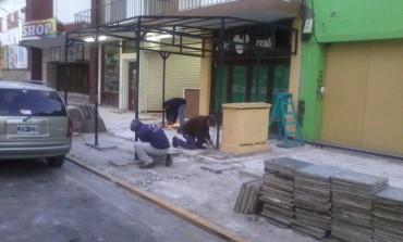 Ante la negativa de los comerciantes, el municipio retiró los toldos de la calle 85