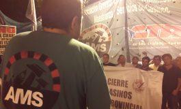 Multitudinario apoyo a los casineros. El intendente encabezó la marcha