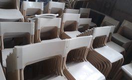 Llegaron mesas y sillas para escuelas del distrito