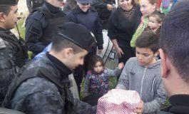 Policías visitaron un merendero y celebraron el Día del Niño