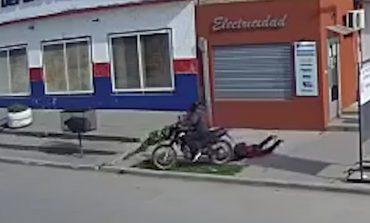 Trasladaron a Batán al motochorro que arrastró a una anciana en Quequén