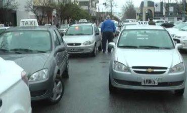 Taxistas y remiseros salieron a bancar a Zugazua