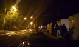 Vecinos golpean y mandan al hospital a un violador. Después arremetieron contra la policía
