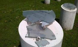 Vandalismo sin límites: otra vez destrozan el Paseo de la Memoria