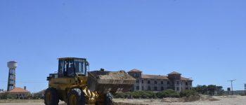Empiezan a armar la playa pública y se cierra el paso vehicular en 2 y 75