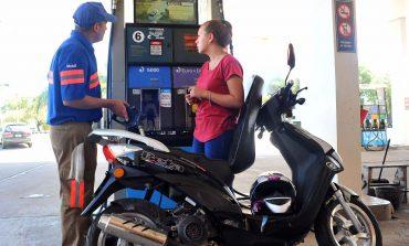 Se prohibirá la venta de combustible a motociclistas sin casco