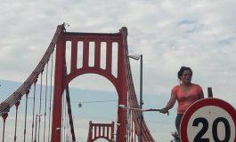 El padre de Dominik y Santino Quiñones amenaza con tirarse del puente colgante