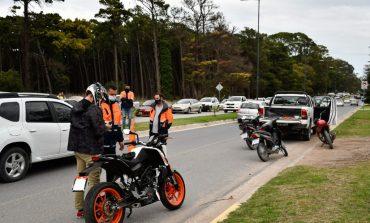 Operativos de control vehicular en el parque Miguel Lillo